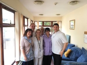 Estefanía Losilla con compañeros de trabajo